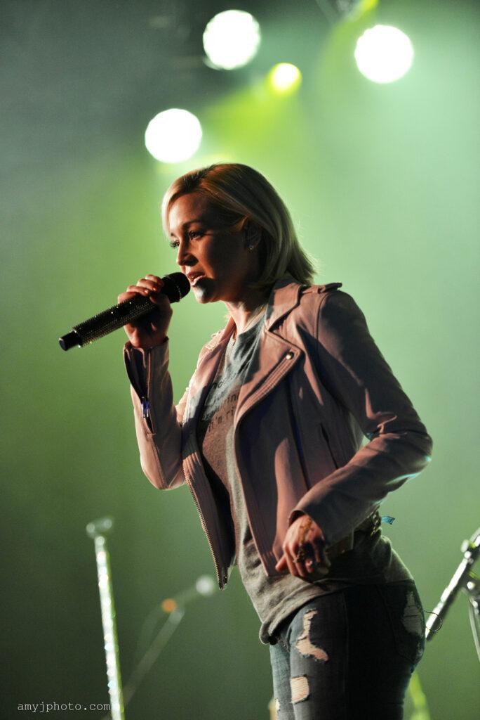 Kelly Pickler country music artist